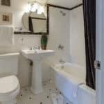 3 trucs à faire pour détartrer les toilettes efficacement