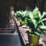 Déboucher ses canalisations soi-même : avantages et inconvénients