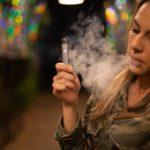 Cigarette électronique: entre le potentiel antitabac et la crainte de la dépendance des jeunes