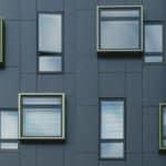 Comment donner du cachet à votre bâtiment grâce à une façade métallique sur mesure?