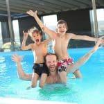4 jeux que l'on peut faire dans la piscine avec les enfants